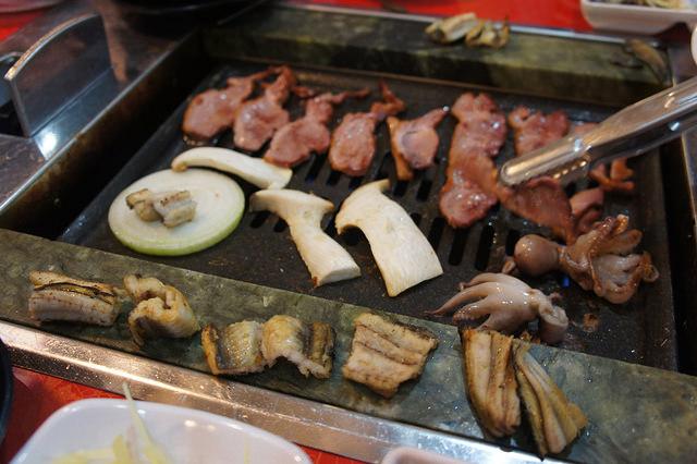 【往十里站】無限鰻魚무한장어 – 韓國烤鰻魚 + 煙燻鴨肉 任你吃到飽 !!